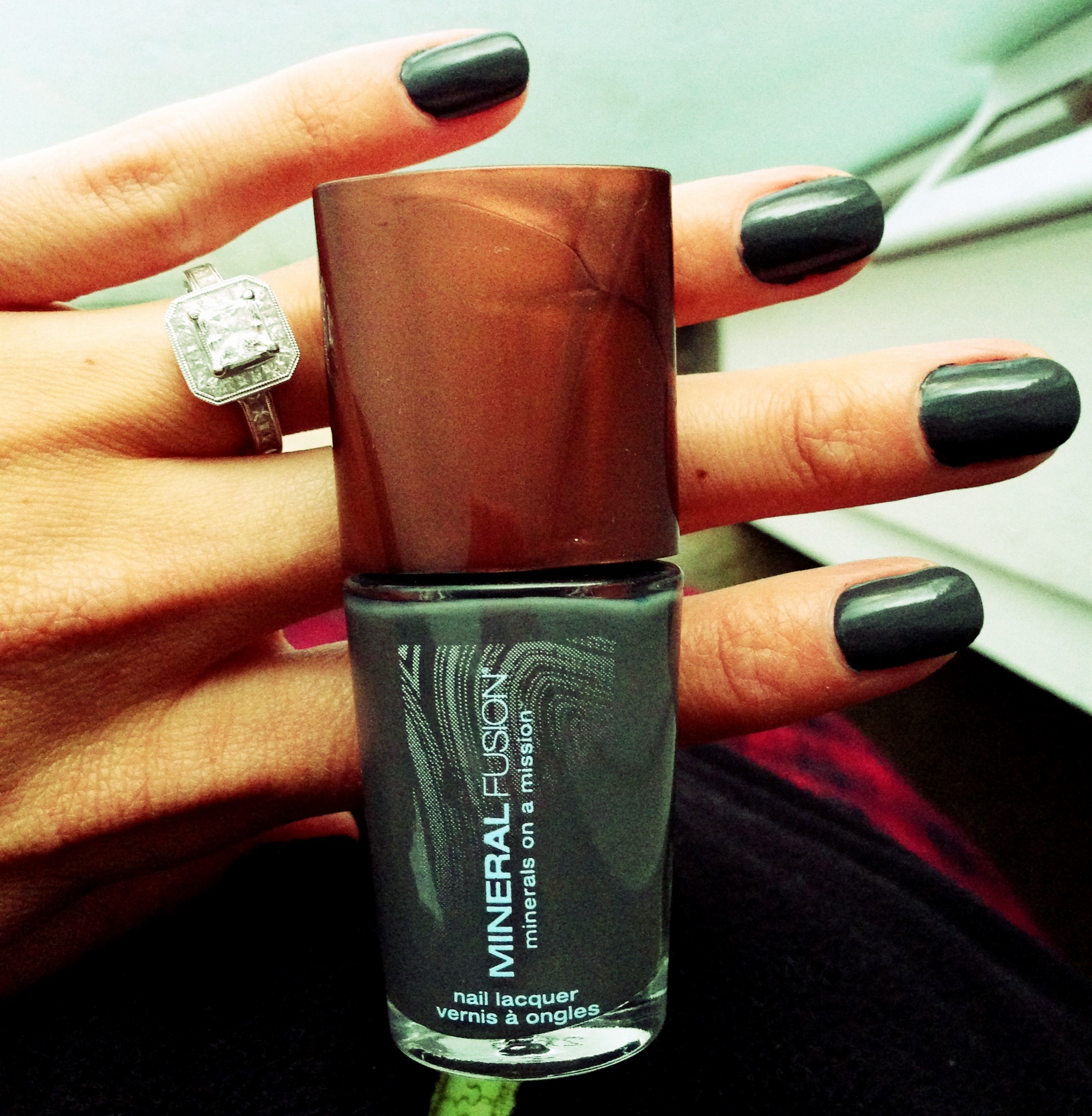 How Does Powder Nail Polish Work: Mineral Fusion Nail Polish Review